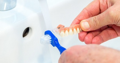 cleaning denture